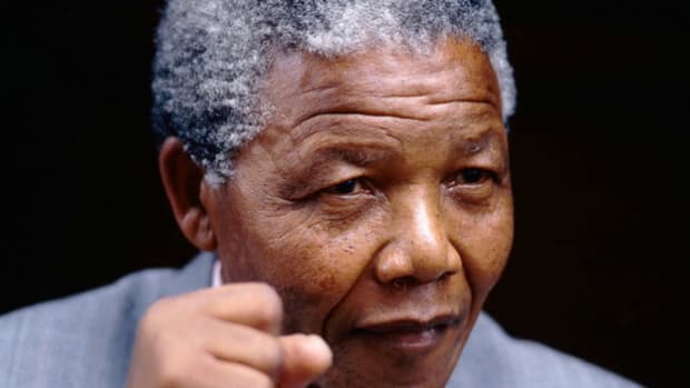 After being held for 27 years as a political prisoner, the newly freed Nelson Mandela stands before the United Nations on June 22, 1990. As deputy president of the African National Congress, Mandela delivers a speech to the Special Committee Against Apartheid and calls for continued economic sanctions against South Africa to help force an end to segregation.