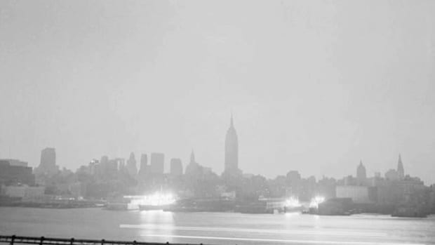 On November 9, 1965, the biggest power failure in U.S. history plunged New York, seven neighboring states and much of eastern Canada into darkness. While Consolidated Edison struggles to locate the cause and repair the problem, a radio broadcast informs the public about the emergency situation.