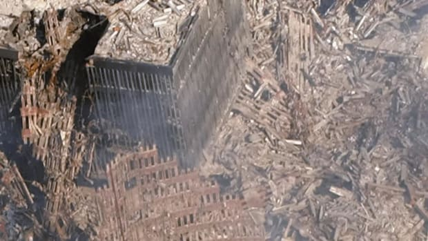 Chaos and confusion at the World Trade Center after the attacks.  Courtesy of WCBS Newsradio 880.