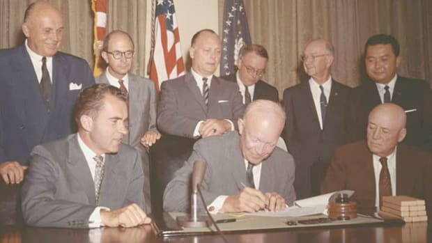 Eight months after Alaska became a U.S. state, President Eisenhower signs the official proclamation on August 21, 1959, admitting Hawaii into the Union as the 50th state and delivers a welcoming speech.