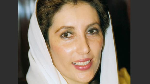 A news report highlights Pakistan's Prime Minister Benazir Bhutto's speech delivered to the U.S. House of Representatives on June 7, 1989, in which she calls for America's continued support for the rebels in Afghanistan.