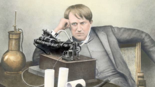 "In a turn-of-the-century advertisement, Thomas Edison's newly invented phonograph ""talks"" to customers, describing its unique characteristics."