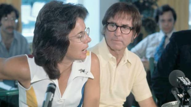 "After challenging Billie Jean King to a ""battle of the sexes"" match, former Wimbledon champion Bobby Riggs brags about the supposed superiority of the male athlete. On September 20, 1973, King humbled Riggs by winning three straight sets."