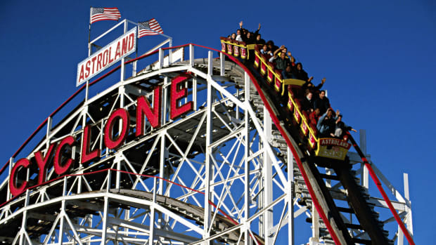 This Day In History takes us back to June 16th, 1884. See how people flocked to the theme parks in order to hop on to the newest ride that had everyone talking. The attraction was called The Gravity Pleasure Ride. Lemarkus Thompson created the ride and became very rich off of its profits. Check it all out in this interesting and fun video clip.