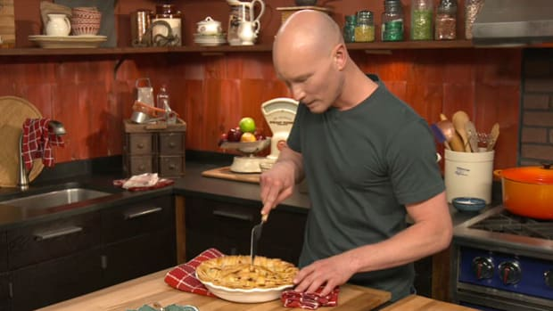 Explore the surprising history of a quintessential American food as host Ian Knauer bakes a fresh apple pie.