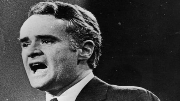 On July 31, 1972, at a Washington press conference, Sen. Thomas Eagleton announces his withdrawal as McGovern's running mate on the Democratic ticket. A news leak of prior psychiatric treatments led to his decision to drop out of the campaign.