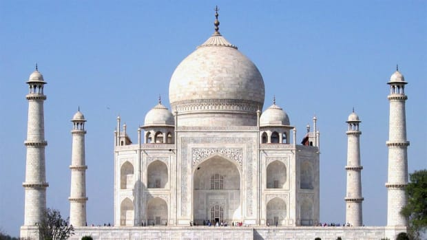 The Taj Mahal is a marvel of engineering that was built as a mausoleum for the wife of Mughal emperor Shah Jahan.