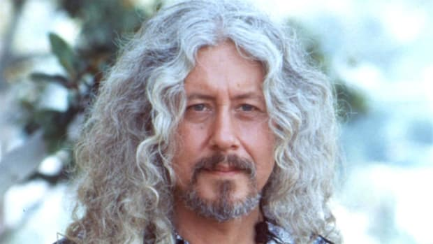 Arlo Guthrie talks with Tom Brokaw about what he saw as a change of consciousness during the 1960s.