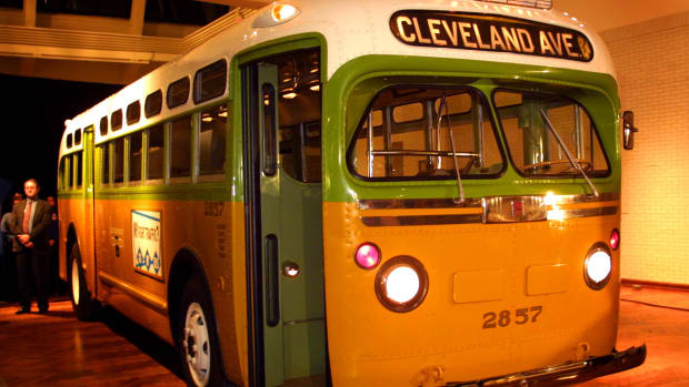 For 382 days, almost the entire African-American population of Montgomery, Alabama, including leaders Martin Luther King Jr. and Rosa Parks, refused to ride on segregated buses, a turning point in the American civil rights movement.