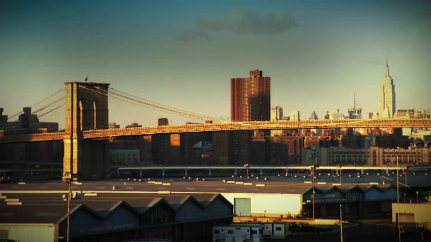 One of New York's most famous landmarks, the Brooklyn Bridge transports 120,000 vehicles and 4,000 pedestrians every day.