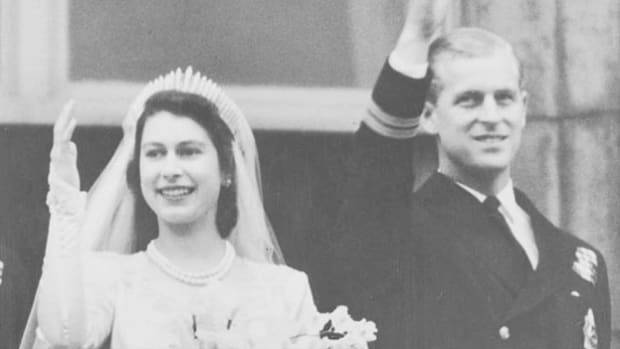 The royal wedding ceremony of the 21-year-old heir to the British throne, Princess Elizabeth, and Philip Mountbatten, Duke of Edinburgh, is broadcast live from Westminster Abbey on November 20, 1947.