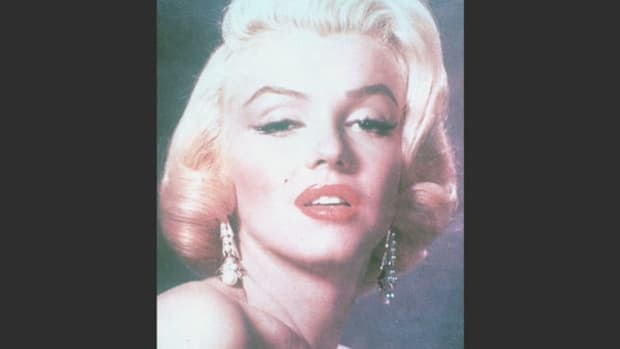 Born Norma Jean Mortenson in 1926, Marilyn Monroe is interviewed about the effects of stardom on her life.