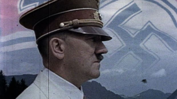 During WWII, Hitler's decentralized and paranoid military command structure spells disaster on the battlefield.