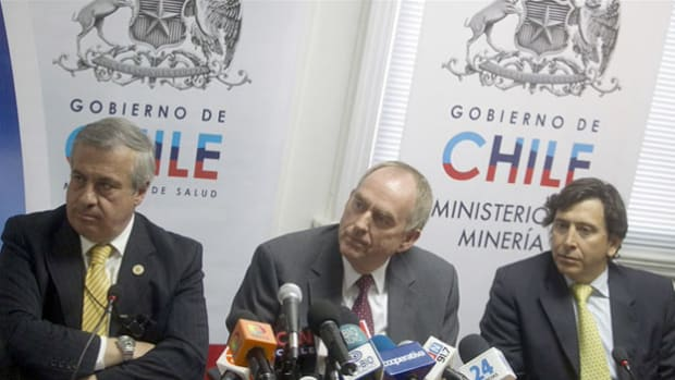 On August 31, 2010, NASA experts arrive in Chile to assist in the rescue of 33 miners who have been trapped underground since an August 5 collapse. At a press conference at the Chilean Ministry of Mining, a NASA specialist describes his team's contribution to the rescue effort.