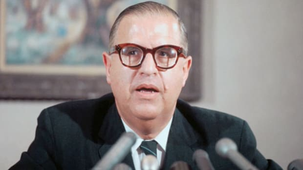 Israeli foreign minister Abba Eban speaks to the media about the origins of the Yom Kippur War.