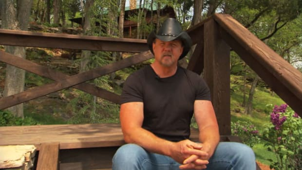 Trace Adkins, Ty Pennington and Herschel Walker discuss college football in the South.