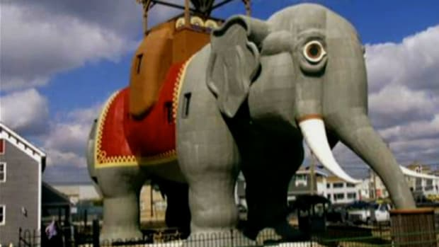 An elephant in New Jersey? In 1881 James Lafferty designed a 92-ton elephant in the town of Margate. The main room inside of Lucy is 16 by 32 feet and at one point hosted boarders.