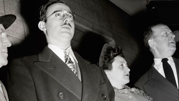 Broadcast just 15 minutes before the execution of Julius and Ethel Rosenberg on June 19, 1953, a news report recounts the last-minute U.S. Supreme Court decision overturning a stay of execution for the pair. The Rosenbergs were the first U.S. citizens to be executed for espionage after their conviction for transmitting atomic bomb secrets to the Soviet Union.