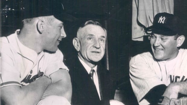 In July 1958, New York Yankees manager Casey Stengel is called upon as an expert witness at the Senate Antitrust and Monopoly Subcommittee hearing. Mickey Mantle, also present, is briefly questioned as well.