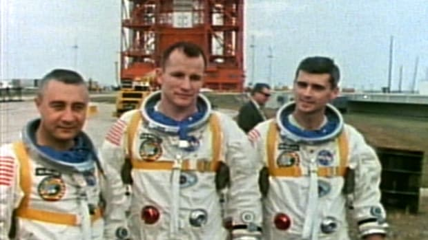 In this video from Modern Marvels, we learn about the Apollo spaceflight program and the engineering disasters that plagued it. Three astronauts died while training for the first planned mission, Apollo 1, in 1967. Then, one year after Apollo 11 landed the first humans on the Moon, the Apollo 13 mission almost ended in disaster when an explosion occurred on board.