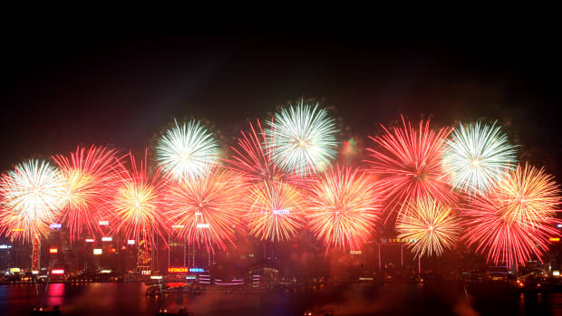 chinese-new-year_hong-kong-fireworks_corbis-2