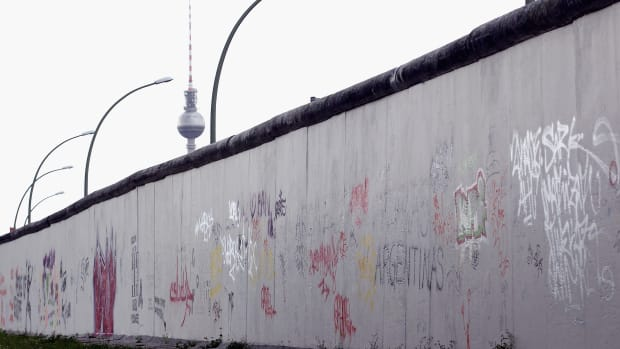 ask-how-long-berlin-wall-120775557-2