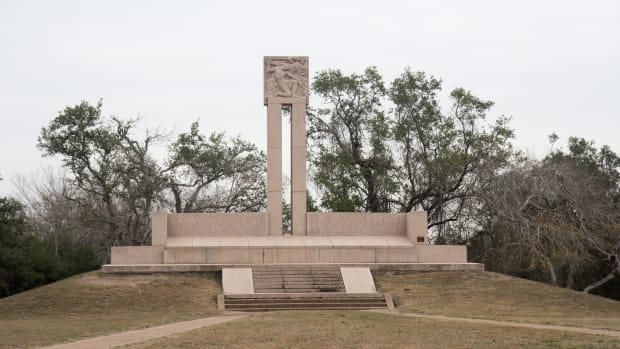 hith-goliad-monument_at_goliad_massacre-2