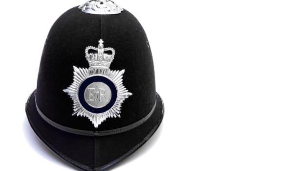 ask-british-police-bobbies-istock_000024099679large-2