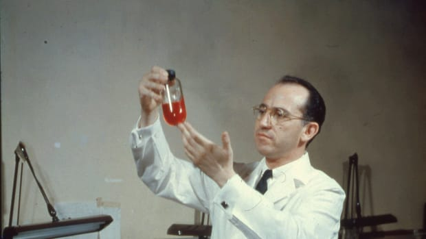 hith-8-things-polio-vaccine-salk-109274461-2