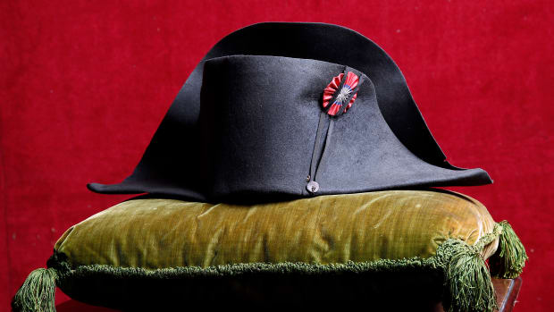 hith-napoleon-hat-auction-458860844-2