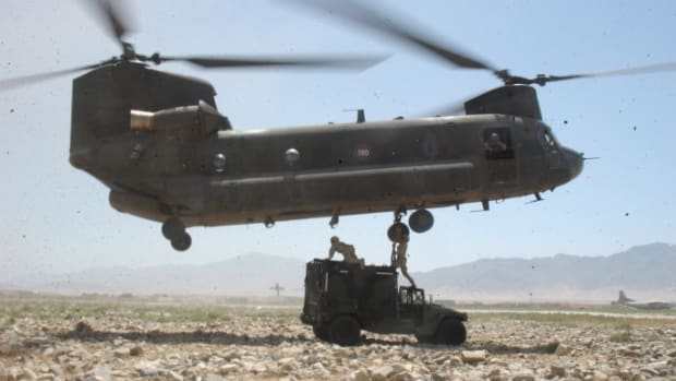 ch-47_chinook_in_bagram-e