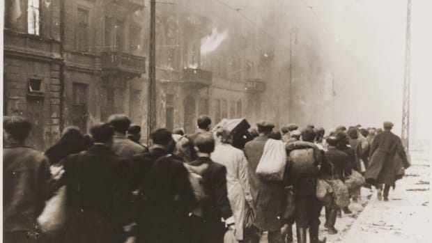 warsaw-ghetto-uprising-deportation