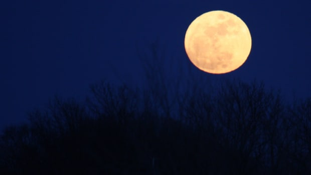 list-7-unusual-myths-and-theories-about-the-moon-2