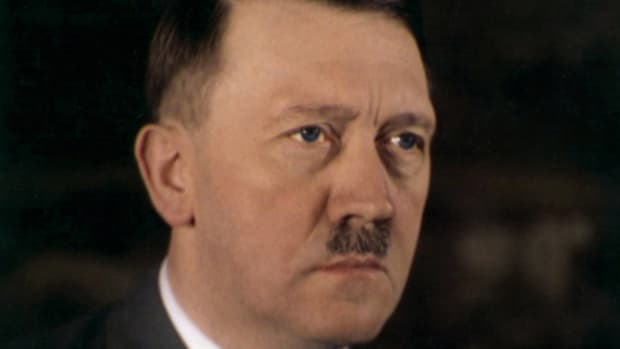 a-rare-color-photo-of-adolf-hitler-which-shows-his-true-eye-color-date-unknown-2
