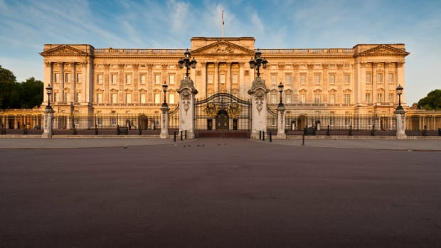 ask-history-british-monarch-birthday-buckingham-palace-istock_000017795886large-2