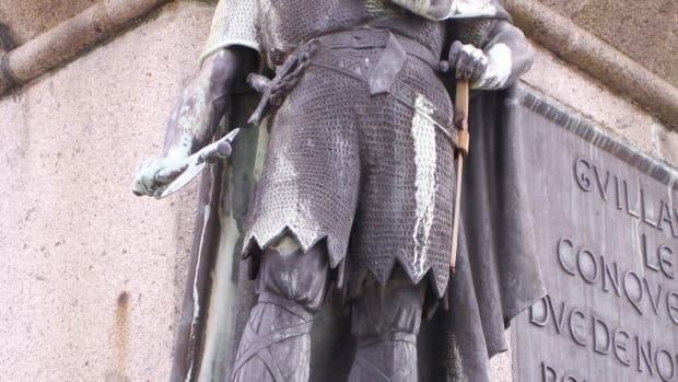 list-6-viking-leaders-rollo_statue_in_falaise-2