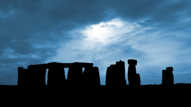 hith-settlement-in-stonehenge-area-goes-back-10000-years-istock_000000379041large-2