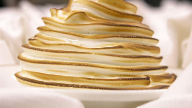 hungry-history-lunch-with-libby-baked-alaska_istock_000000429422large-2