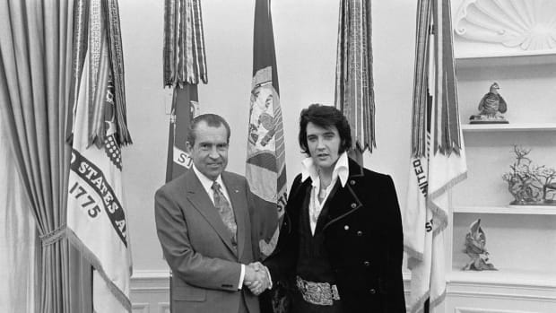 lists-7-famous-photographs-elvis-nixon-2