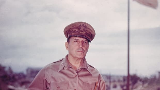 hith-10-things-you-may-not-know-about-douglas-macarthur-3227244-2