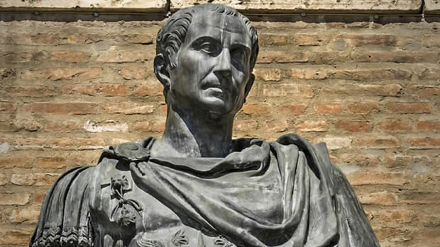 julius-caesar-statue-2015-hero-flipped-2