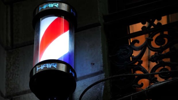 ask-history-why-is-barber-pole-red-white-blue-istock_000017032172large-2