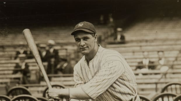 lou_gehrig_as_a_new_yankee_11_jun_1923-2