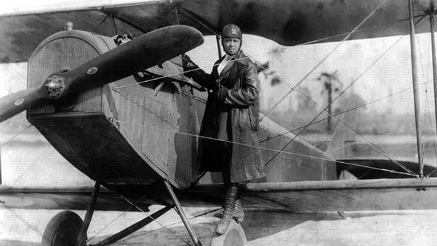 bessie_coleman_and_her_plane_1922-2