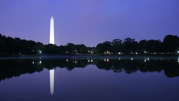 hith-after-33-months-washington-monument-reopens-to-the-public-istock_000003809250large-2