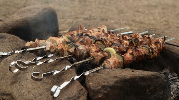 hungry-history-grilling-tips-from-the-ancient-greeks_istock_000006762214large-2
