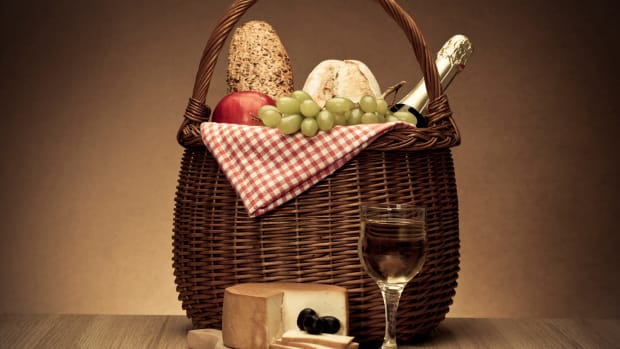 hungry-history-history-in-a-basket-its-picnic-time_istock_000016228002large-2