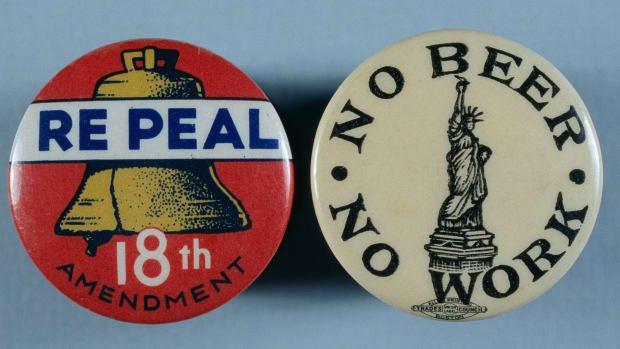 al-capone_anti-prohibition-buttons_corbis-2