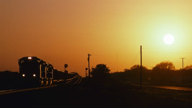 train_silhouette_gettyimages-910511712