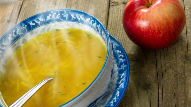 hungry-history-more-than-chicken-soup-food-remedies-istock_000021370353large-2